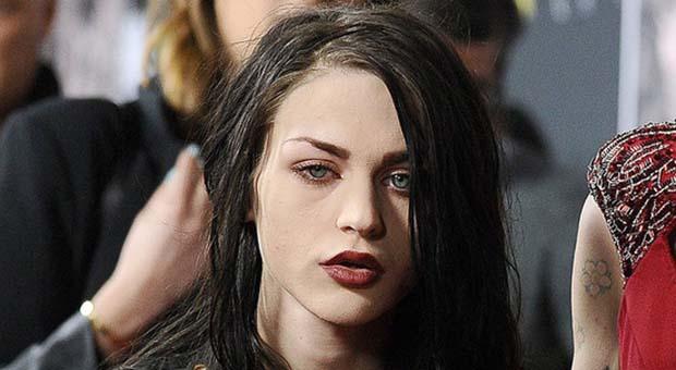 "Putri Kurt Cobain luncurkan lini busana ""Kurt Was Here"""