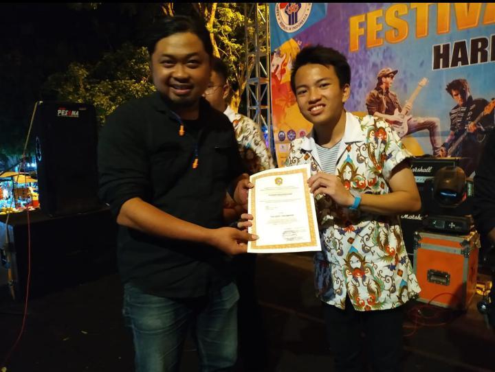 Yota dan Yehezkiel Jadi Best Player di Festival Band HUT Karanganyar