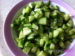 resimli-leziz-kisir-tarifi-salatalik