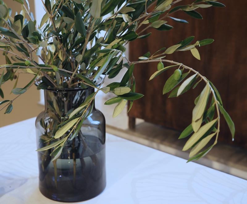 oliivinoksat maljakossa