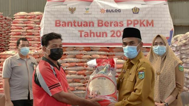 Wakil Bupati Tebo Launching Perdana Bantuan Beras PPKM 2021