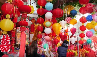 Lunar new year decoration using lanterns in market