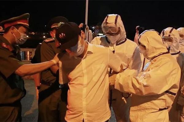 Đối tượng Hồ Diệc Phẩm bị Công an TP Đà Nẵng bắt khi đang lẩn trốn ở quận Sơn Trà.