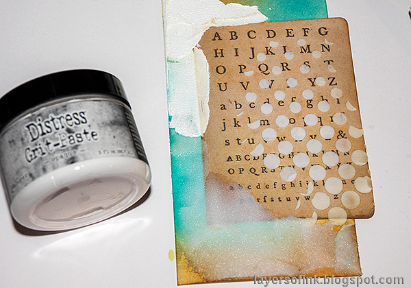 Layers of ink - Texture Paste Tag Tutorial by Anna-Karin Evaldsson. Opaque grit-paste