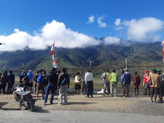 Pesawat Rimbun Air Ditemukan di Gunung Homeyo dalam Kondisi Hancur.lelemuku.com.jpg