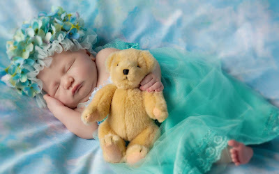 cutybaby-sleeping-with-greendress-pics