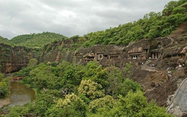كهوف قرية أجانتا في الهند Ajanta Caves In India