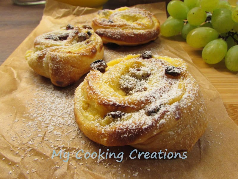 Френски рулца от бутер тесто с крем и стафиди * Girelle di sfoglia, crema pasticcera e uvetta