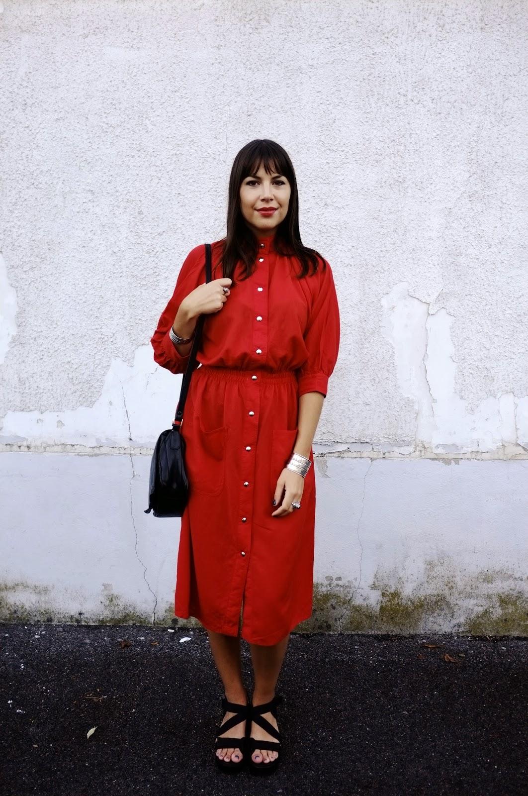 http://ielonah.blogspot.fr/2014/09/robe-rouge-vintage.html