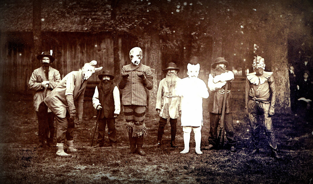 30 Vintage Photos Show Strange and Terrifying Halloween Costumes from between the 1900s and 1920s ~ vintage everyday & 30 Vintage Photos Show Strange and Terrifying Halloween Costumes ...