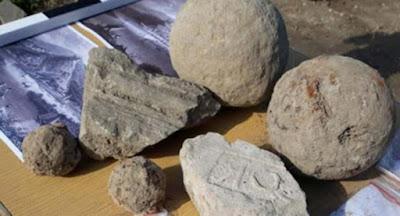 Palle di cannone e altri reperti trovati nella Fortezza di Zishtova.
