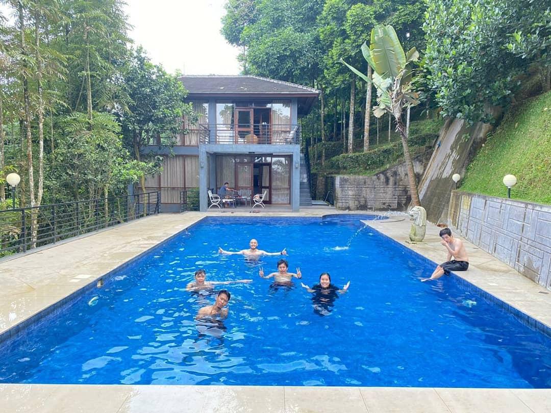 kolam renang camping kampung awan