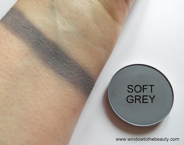 Melkior matte eyeshadow Soft Grey swatches