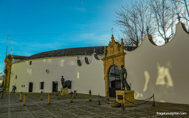 Estátua do toureiro Pedro Romero na entrada da Arena de Touros de Ronda, Andaluzia