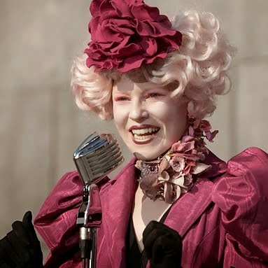 "Effie Trinket ""nourrit"" le monstre télévisuel dans The Hunger Games (2012)"