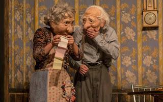 Matrimonio anciano protagonista en Solitudes [Kulunka Teatro]