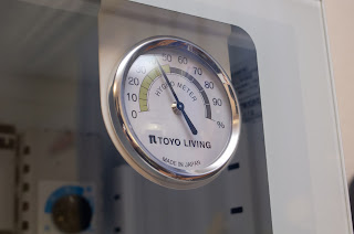 ED-25CAM にはアナログ湿度計が付属