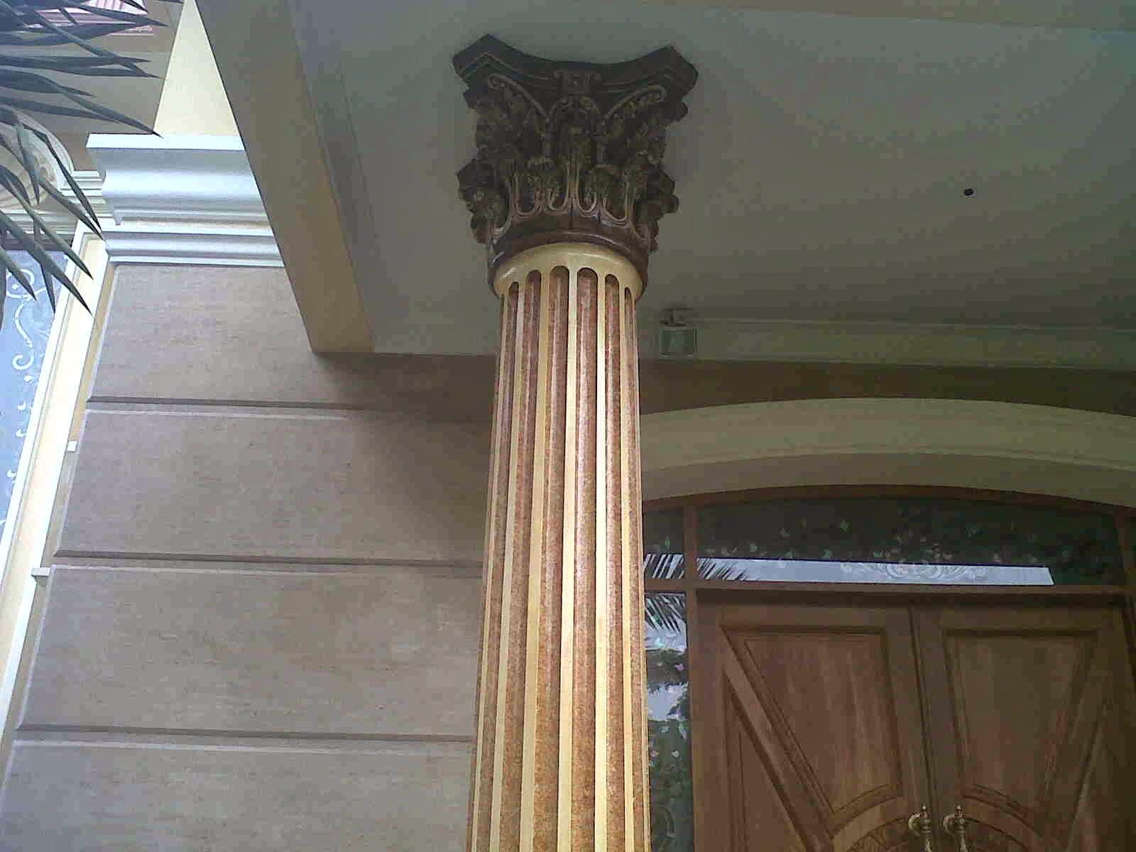 cat motif gradasi pada tiang rumah