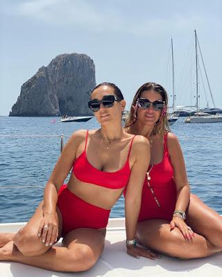 Caterina Balivo con bikini rosso Capri amica Rachele 9 luglio
