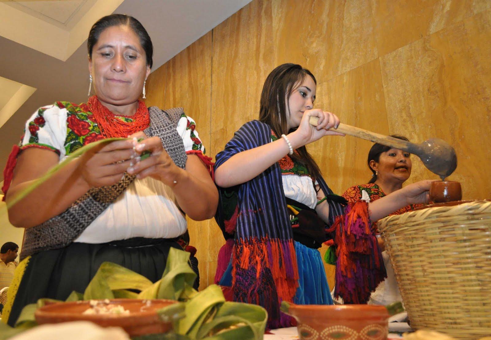 LA COCINA TRADICIONAL MEXICANA LA PIREKUA Y LOS PARACHICOS DE CHIAPA DE CORZO