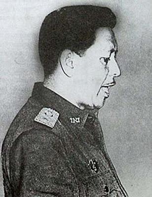 Biografi Mayjen Sutoyo Siswomiharjo (Pahlawan Revolusi)   Biodata   Nama : Sutoyo Siswomiharjo  Tempat Tanggal Lahir :Kebumen, Jawa Tengah 28 Agustus 1922   Meninggal : Jakarta, 1 Oktober 1965 (usia 43 tahun)   Anak : Agus Widjojo   Biografi  Mayor Jenderal TNI Anumerta Sutoyo Siswomiharjo adalah seorang perwira tinggi TNI-AD serta salah satu Pahlawan Revolusi yang diculik kemudian dibunuh dalam peristiwa Gerakan 30 September. Sutoyo lahir di Kebumen, Jawa Tengah. Ia menyelesaikan sekolahnya sebelum invasi Jepang pada tahun 1942, dan selama masa pendudukan Jepang ia belajar tentang penyelenggaraan pemerintahan di Jakarta. Kemudian dia bekerja sebagai pegawai pemerintah di Purworejo, namun pada tahun 1944 ia mengundurkan diri.  Mayjen Sutoyo Siswomiharjo adalah pahlawan revolusi yang difitnah PKI akan membentuk dewan jendral dan mengadakan kudeta militer terhadap kepemimpinan Presiden Soekarno. Fitnah tersebut menjadi alasan PKI menculik dan membunuh beliau. Mayjen Sutoyo lahir di Kebumen 28 Agustus 1922 dan meninggal di Lubang Buaya Jakarta Selatan, kemudian dimakamkan di Taman Makam Pahlawan Kalibata Jakarta Selatan.   Sebelum berkarir di militer, Sutoyo sempat menjadi pegawai negeri di kantor pemerintahan Kabupaten Purworejo pada masa pendudukan Jepang hingga tahun 1944. Setelah itu Sutoyo telibat dan berkarir dalam dunia militer. Karirnya bermula saat ia bergabung dengan TKR setelah