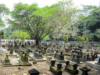 kuburan angker
