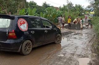 Truck pengangkut batu CV.SINAR GUNUNG perusak jalan Provinsi sepanjang -+50KM