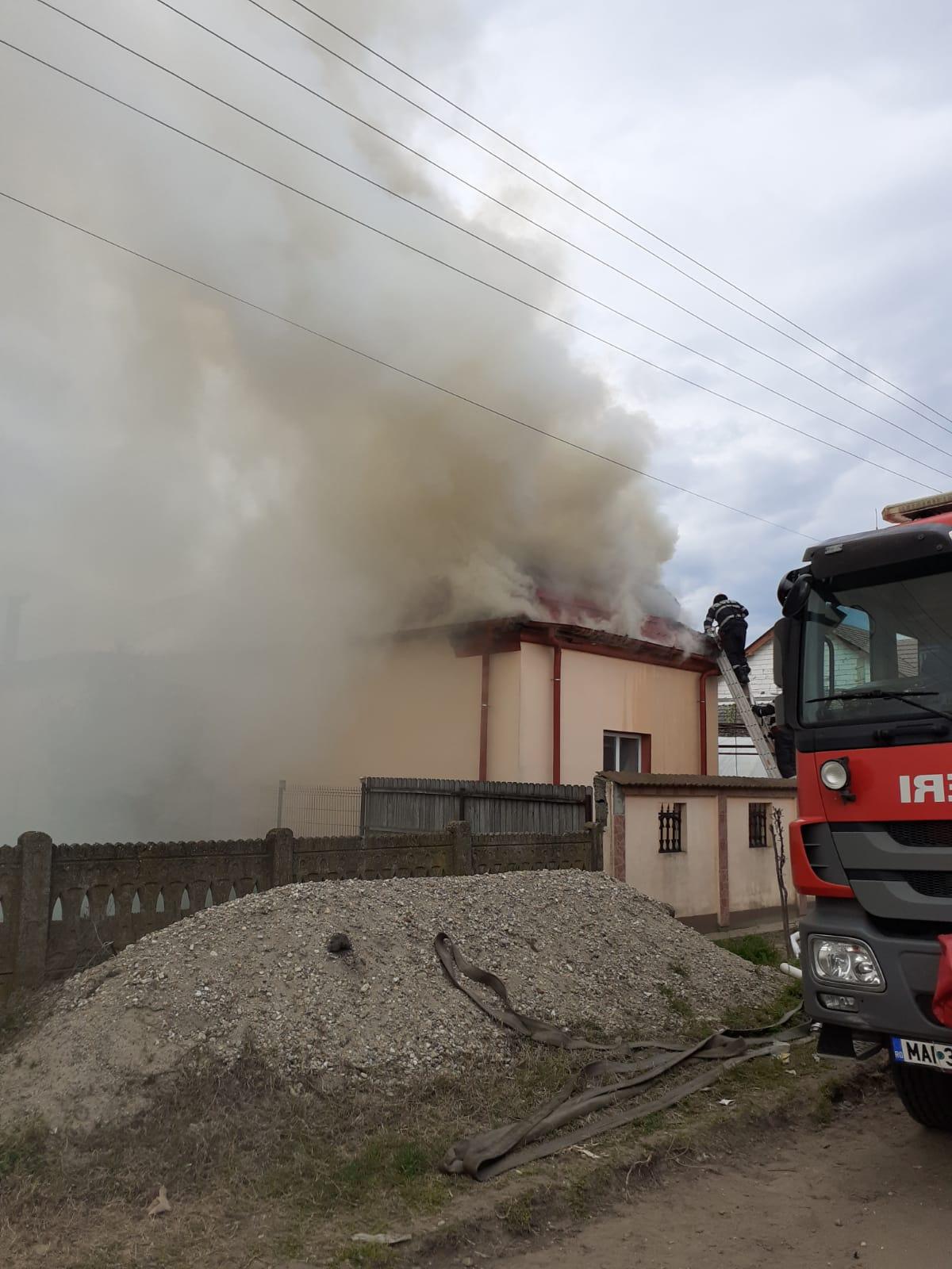 Incendiu violent la o casă din Calafat