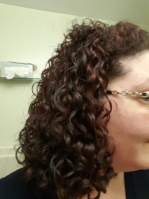 Naturally curly hair with flaxseed hair gel