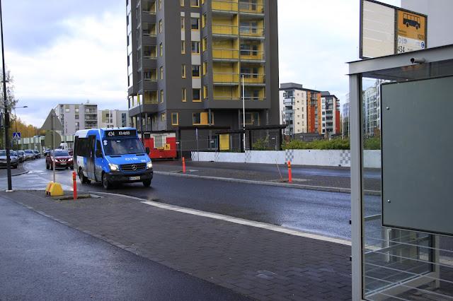 Bussi linjalla 434 saapumassa Vauhtikujan pysäkille Keimolanmäessä