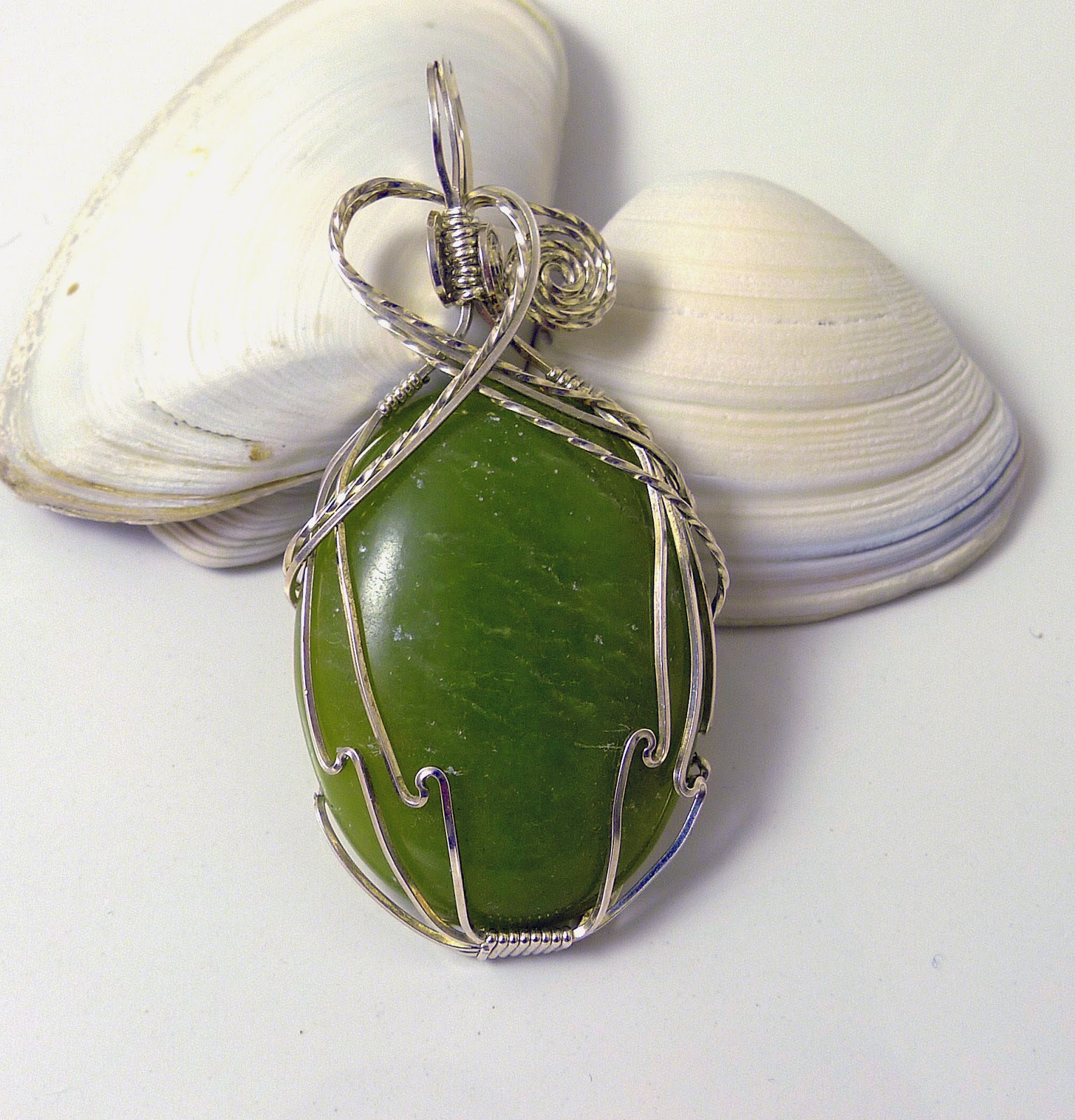 https://www.etsy.com/nz/listing/184099223/green-agate-and-sterling-silver-pendant?ref=shop_home_active_1