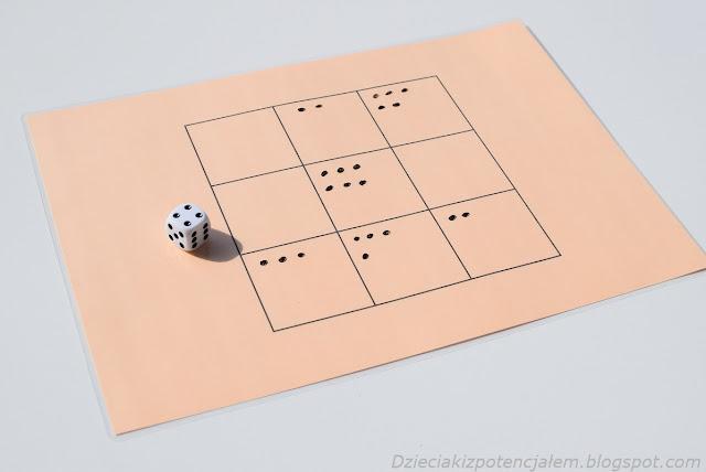 gra kościana dla dwóch osób bazująca na zasadach gry w kółko i krzyżyk