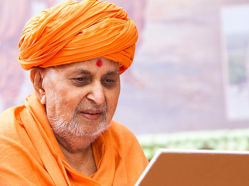 Baps Ghanshyam Maharaj Hd Wallpaper Jay Swaminarayan Wallpapers Pramukh Swami Maharaj In