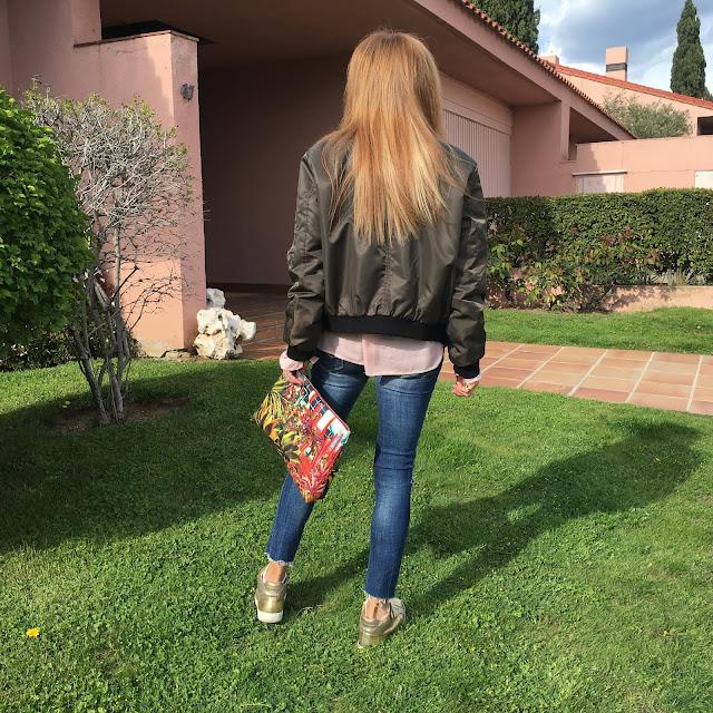 Street Style, Blog de Moda, life style, shirt, bomber, sneakers, jeans, bag, cool, Carmen Hummer