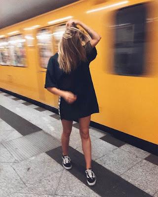 poses tumblr juveniles en metro