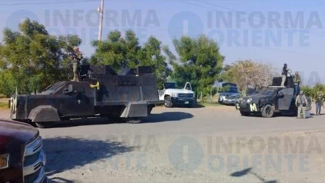 """Convoy de sicarios y camiones """"monstruo"""" desfila hacia El Aguaje, a unas horas de operativo de Guardia Nacional y Estatales en Aguililla"""