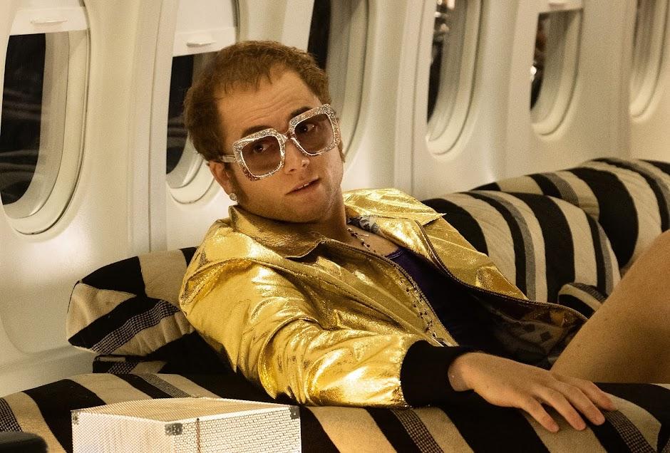 """Primeira imagem de """"Rocketman"""" revela a transformação de Taron Egerton em Elton John"""