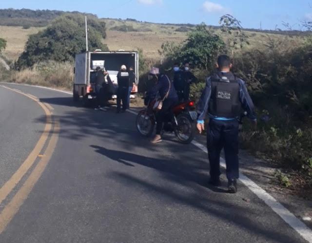 MOTOQUEIRO MORREU E GARUPEIRA FICOU GRAVEMENTE FERIDA APÓS ACIDENTE NA CE 157 EM IPUEIRAS