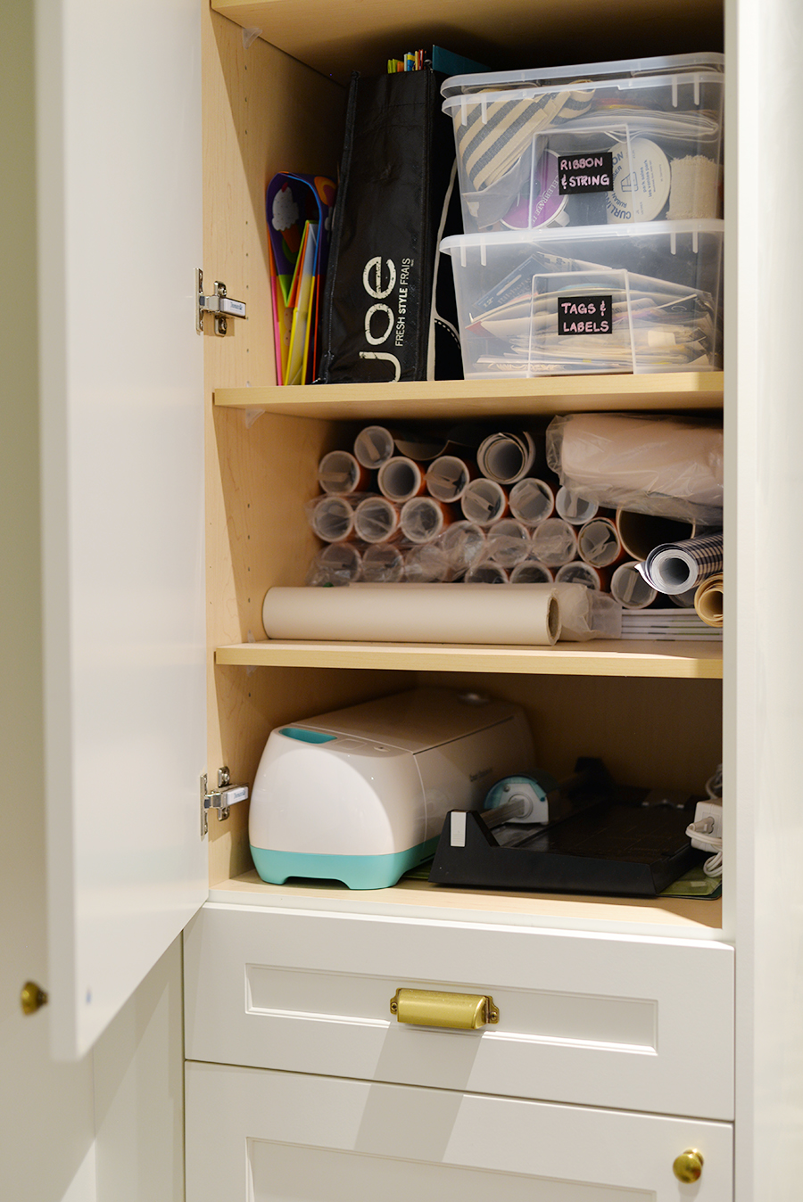 craft room organization tips, storage supplies, what kind of containers to use for crafts
