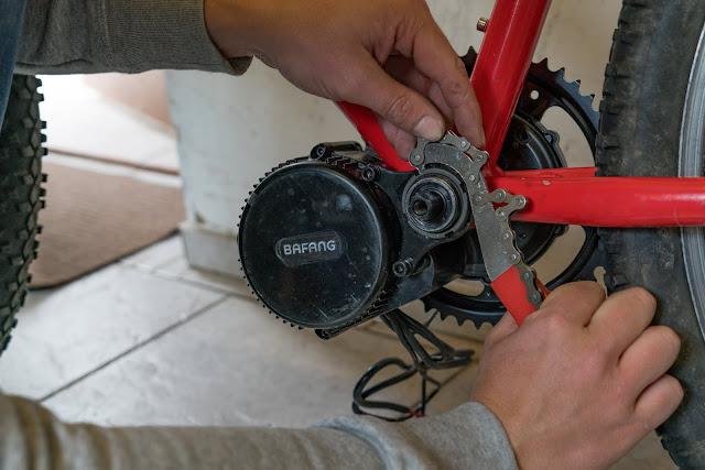 E-Bike-Umbau So baust du dir dein eigenes E-Bike mit Mittelmotor  DIY E-MTB Anleitung zum E-Bike Umbau mit Bafang BBS01 Mittelmotor E-Bike selber bauen aus altem Mountainbike 19