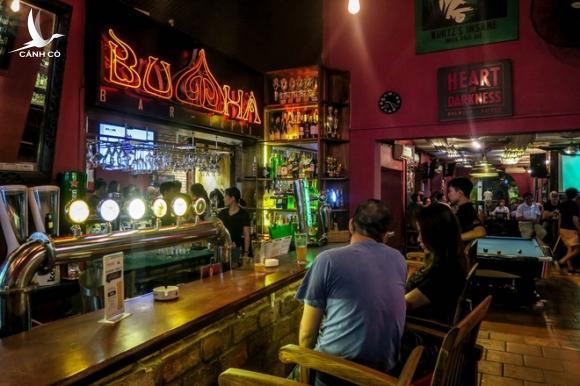 Mở cửa bất chấp lệnh cấm, quán bar có khách nhiễm Covid-19 phân bua khó chấp nhận