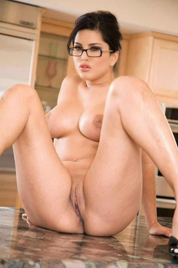 Sunny Leone Nude And Sexy Photos