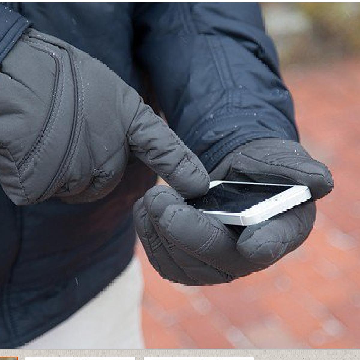 Des nanoparticules appliquées sur les gants pour pouvoir utiliser les écrans tactiles.