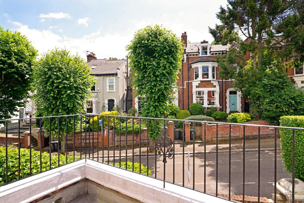 20th Century 3 Bedroom House w/Garden in Highgate