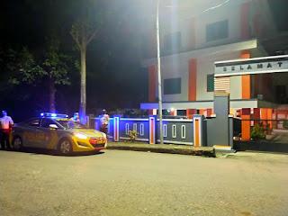 Tingkatkan Kewaspadaan Malam Hari, Polsek Enrekang Lakukan Blue Light Patrol