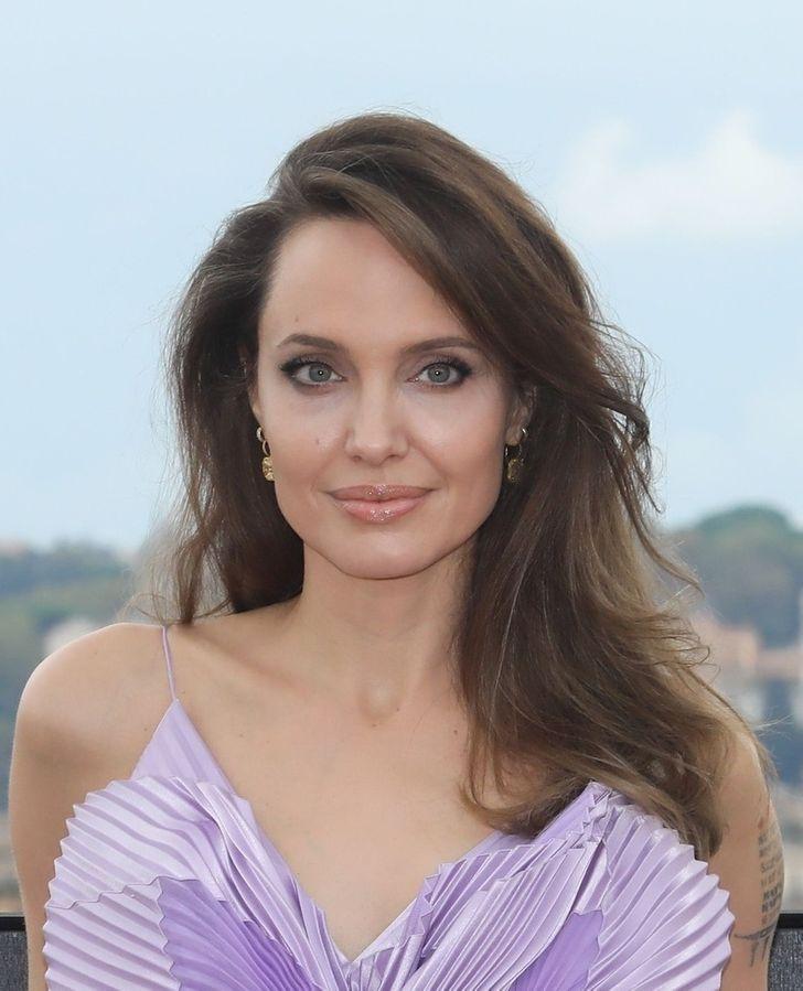 Angelina Jolie — Angelina Voight