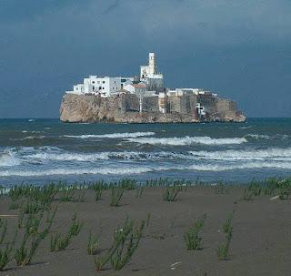 جزيرة النكور:جزيرة مغربية محتلة من طرف اسبانيا