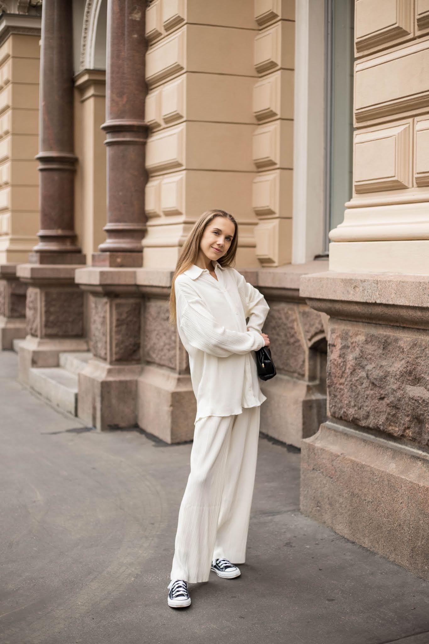 Valkoiset ribbihousut ja ribbattu paita // white ribbed trousers and shirt