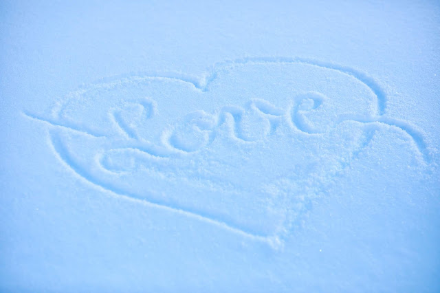 Winterliebe, LOVE, written in the snow, Freie Trauung, Trauung unter freiem Himmel, outdoor ceremony, winter wedding, Braut & Bräutigam, Winterhochzeit, Tirol, Pitztal, Pure Resort, Hochzeitsfotografie Marc Gilsdorf, Hochzeitsplanung Uschi Glas 4 weddings & events, Berghochzeit, destination wedding, elopement, heiraten in Tirol, mountain wedding