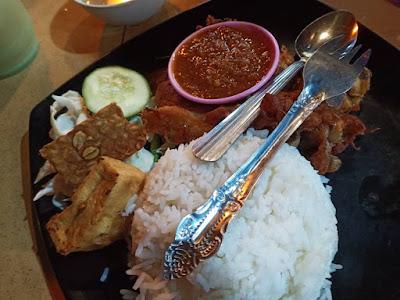 Dinner Simple Dengan Nasi Ayam Penyet Asli